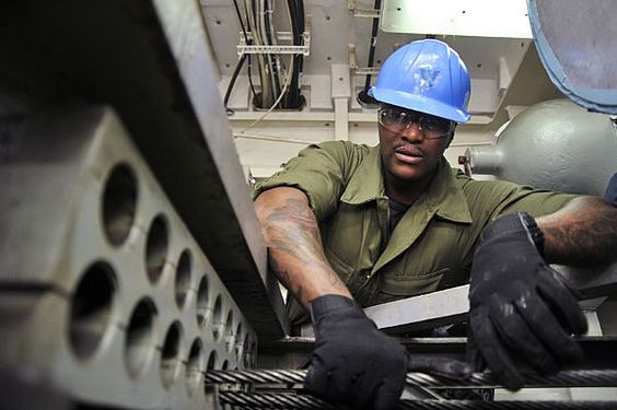 Aviation Boatswain's Mate (Equipment) 3rd Class James Fisher, assigned to the Nimitz-class aircraft carrier USS Abraham Lincoln (CVN 72), participates in a cable rereaving in the engine room.