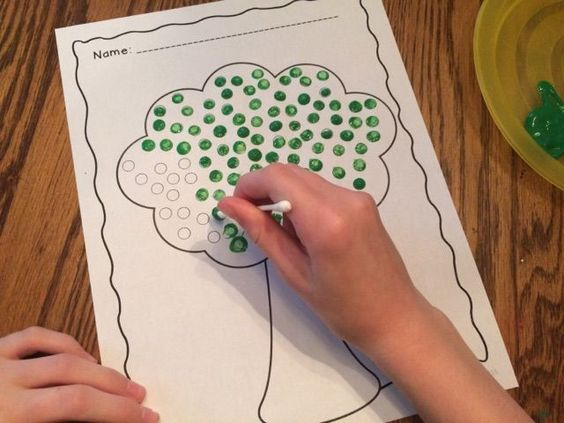 As a precursor to writing and using an effective pencil grasp, students need to build fine motor skills. Q-tip painting is a wonderful way to do that! This no prep activity is perfect for students in preschool-1st grade! Included are three options: *100 d