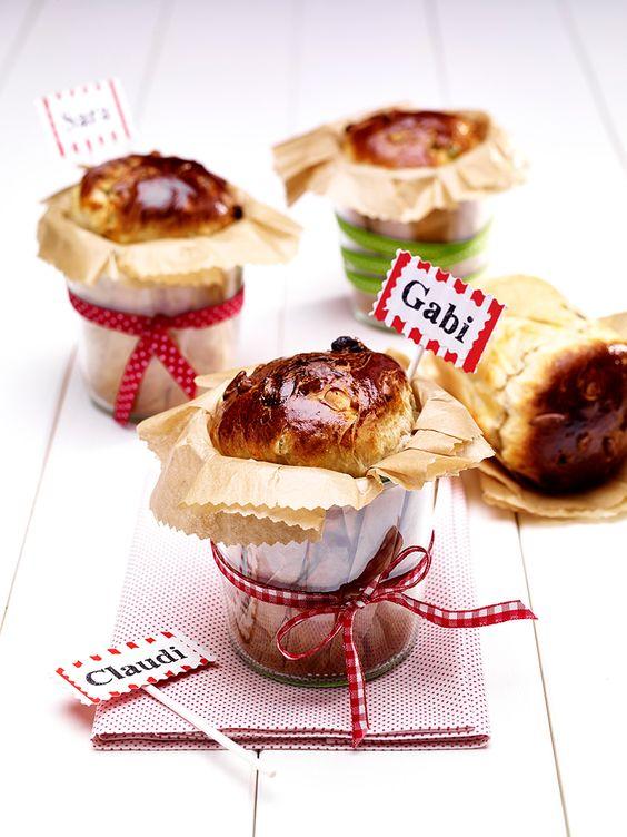 Süßes Hefebrot aus dem Glas -  Ein leckeres Geschenk in kleinen Dosen oder Gläsern mit Rosinen und Pinienkernen