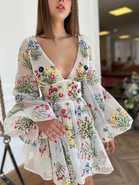 Look vestido delicado florido.