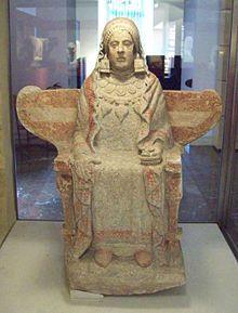 Título: Dama de Baza. Autor: Desconocido. Fecha: Siglo IV a.C. Estilo: Ibérico. Material: Caliza. Medidas: 130 cm de altura.