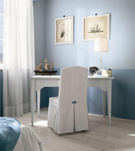 Camera con letto Stella | Desk and chair in snow colour. Very Romantic. Callesella