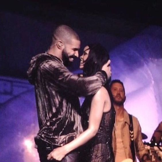 Ele & Elis Blog: Did Rihanna and Drake KISS last night?(Photos)