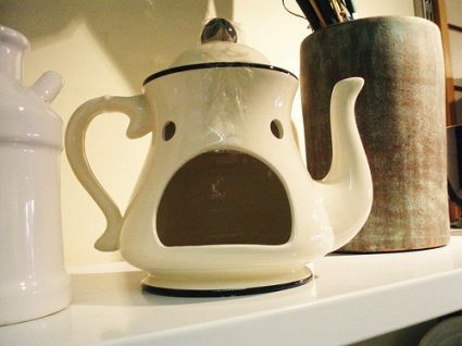 Google Image Result for http://www.aimlessdirection.com/wp-content/uploads/2009/10/tea-kettle-face.jpg: