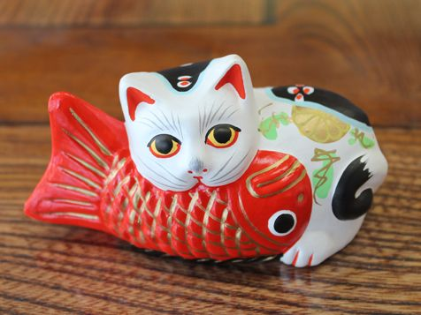 Figurine Chat Coloris Gris Clair : Lucky cat eats a fish maneki neko miyagi