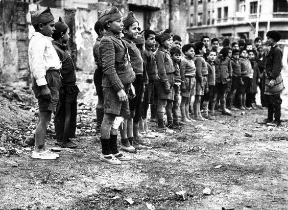 Spain - 1936-39. - GC - Jugando a la guerra.