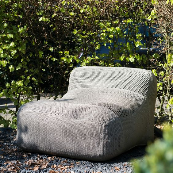 http://leemwonen.nl/shoppen-hotspots-i-blogtours-de-charmante-buitenmeubelen-van-royal-design/ #vuurschaal #outdoor #buiten #tuin #garden #summer #exclusive #buitenmeubelen #accessoires #outdoorfurniture #furniture #tuinmeubelen #tuinaccessoires @royaldesignno1 #beanbag #stijlvol #borek