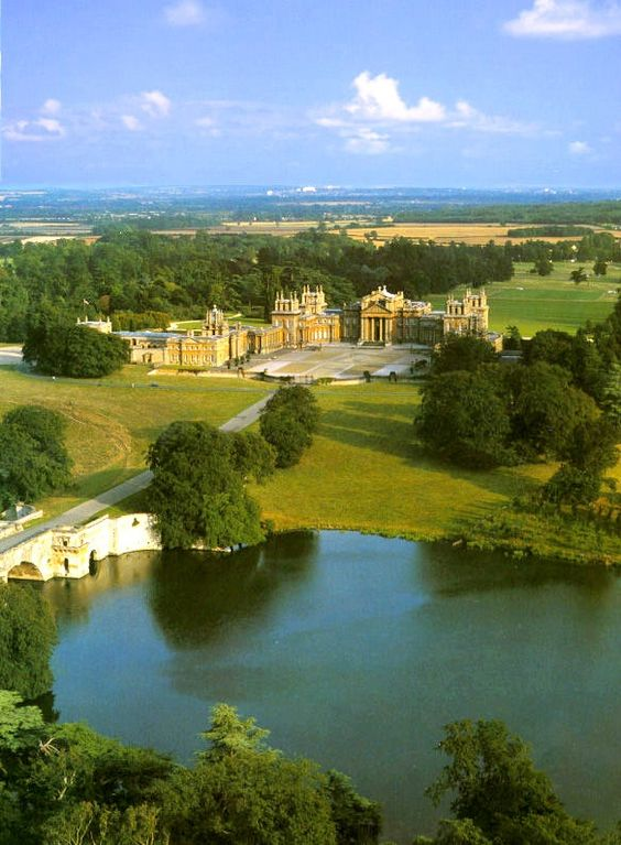 Bleinheim Palace, Woodstock, Oxfordshire England. One of my most favorite places....been here many, many times: