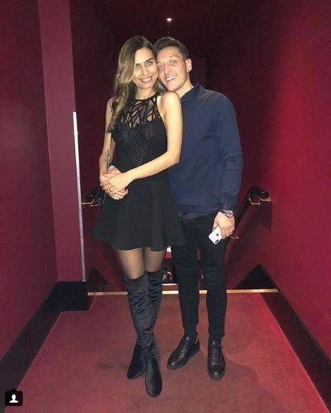 Mesut Ozil Uberraschende Liebeserklarung An Seine Amine Gulse Ozil Modestil Promi News
