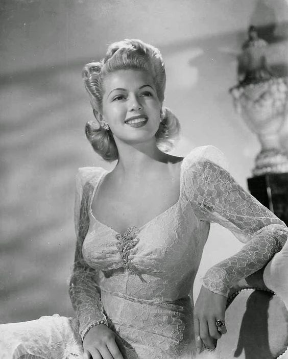 It's The Pictures That Got Small ...: THE MONDAY GLAMOUR 15!   Lana Turner