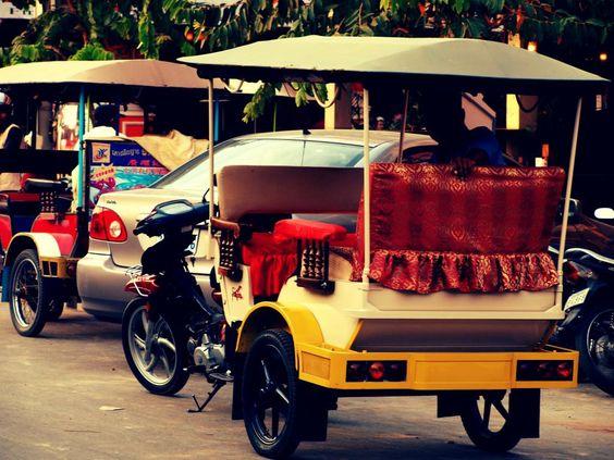 Xe Tuk Tuk - phương tiện di chuyển phổ biến ở Campuchia