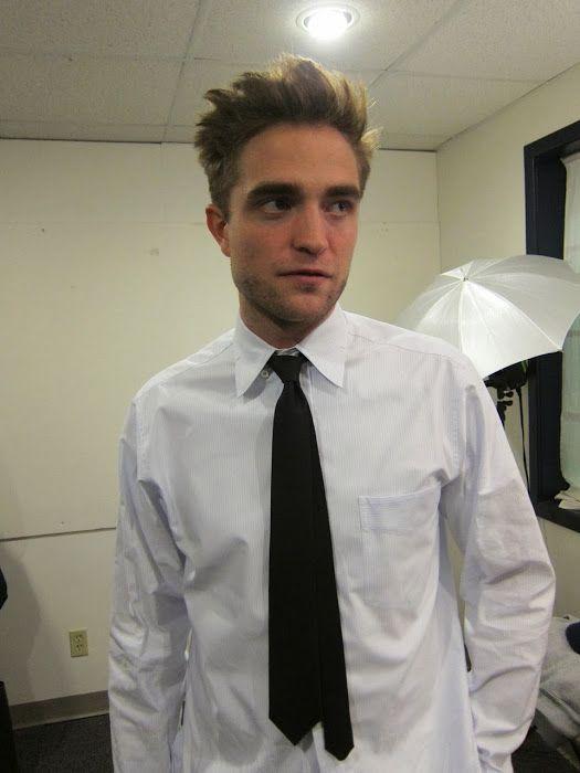"""Robert Pattinson Em Prova De Figurino Para """"LIFE"""""""