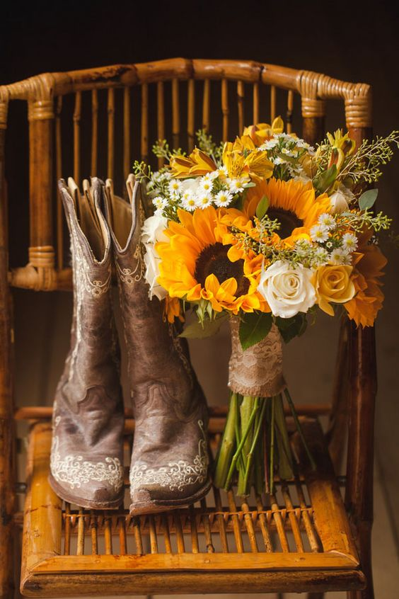 A Sentimental North Carolina Barn Wedding | Woman Getting Married: