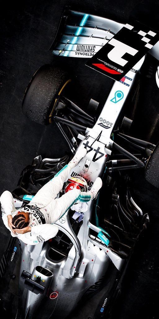 2019 4 14 Twitter Tommyhilfiger What A Race Major Congratulations To Lewishamilton And The Mercedesamgf1 Team For All O Coisas De Carro Mercedes Auto