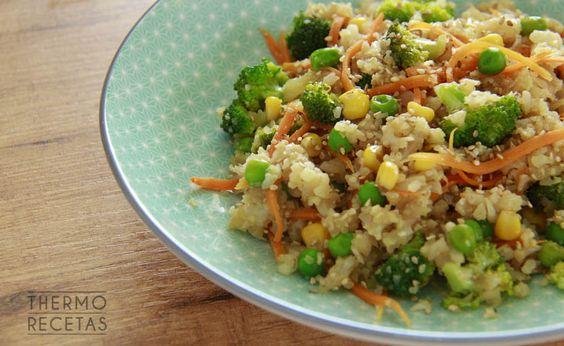 Ensalada asiática con arroz de coliflor - http://www.thermorecetas.com/ensalada-asiatica-arroz-coliflor/