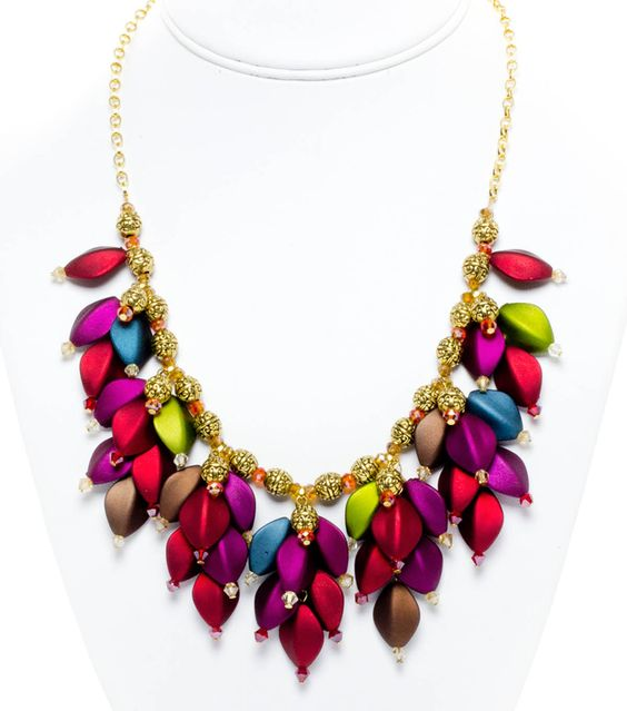 Gorgeous colors! We love this Falling Leaves #necklace #diy #jewelry