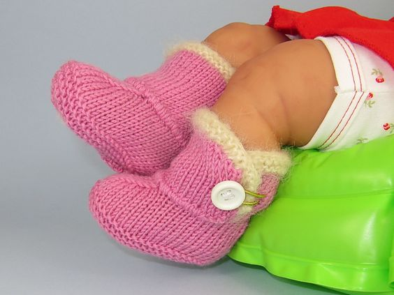 Baby Chick Booties Knitting Pattern : Free Pattern: Baby Fur Trim One Button Booties by ...