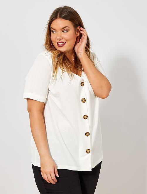Camiseta Blanca Con Botones Moda Para Chicas Con Curvas Camiseta Con Botones Camisetas Blancas