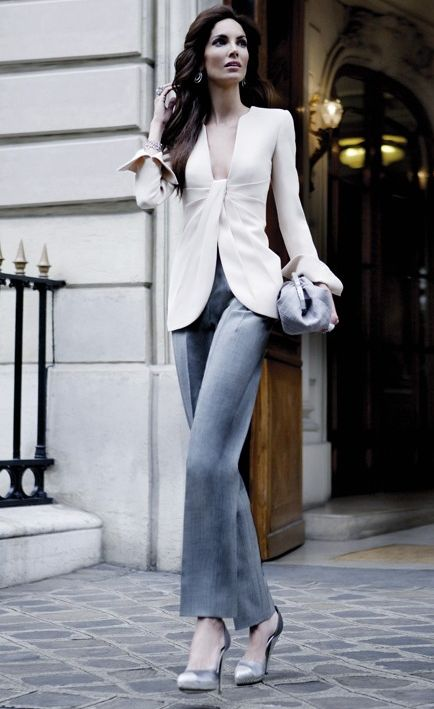 What a sexy way to do a collarless jacket.  I have to make this!  (Armani Prive 2008)
