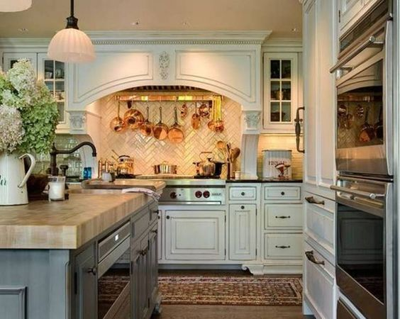 english-country-kitchen-with-white-cabinets-and-wall-mounted-pot-rack-over-range.jpg (1024×818):