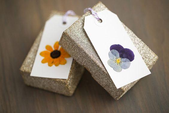 Etiquetas con flores prensadas                                                                                                                                                                                 Más