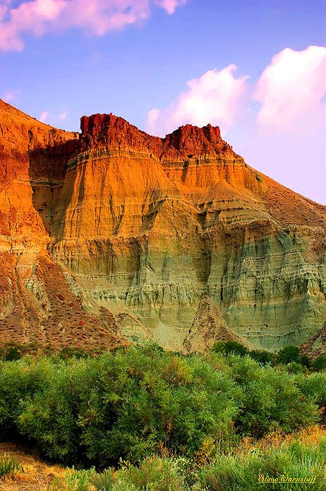 Cathedral Rock: This beautiful rock is located in the Sheep Rock Unit of the John Day Fossil Beds National Monument. Dayville, Oregon