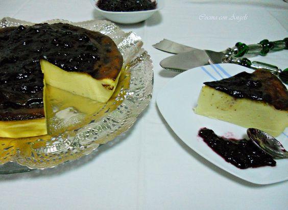 Tarta de queso con mermelada de arándanos