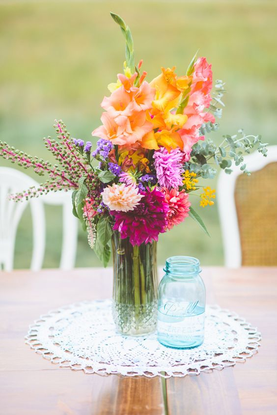 Floral centerpieces flower and antlers on