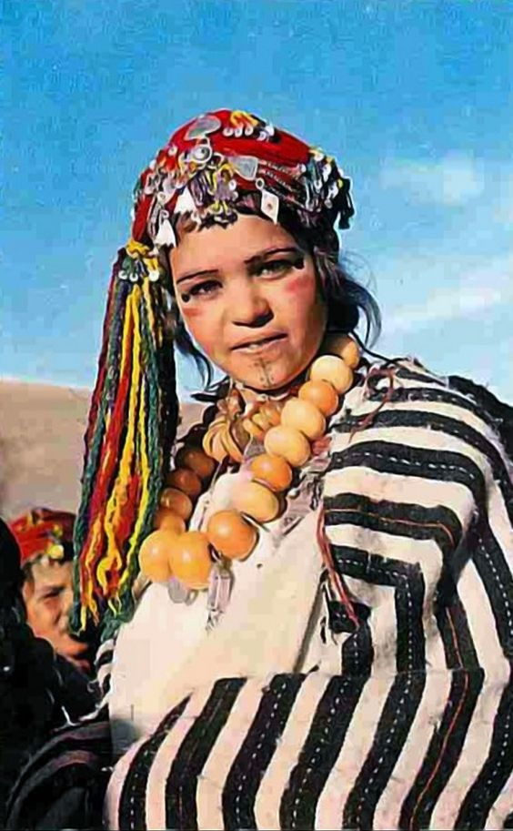 Africa | Young Ait Haddidou girl.  Morocco || Scanned postcard; publisher Bertrand