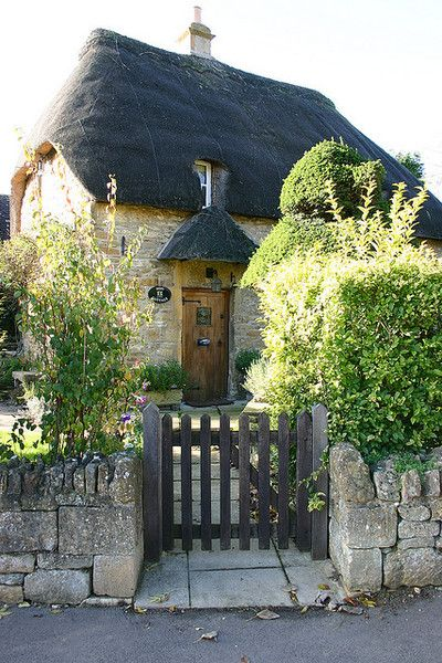 A little dream cottage...seriously?  Too cute!  Got to be trolls inside ;)