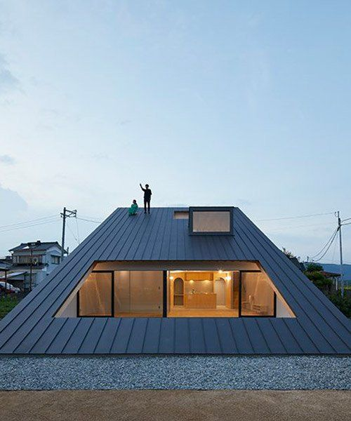 Kenta Eto S House Usuki In Japan Has Sloped Roof You Can Sit On And Admire The View In 2020 Modern Roof Design Beautiful Roofs House Fence Design