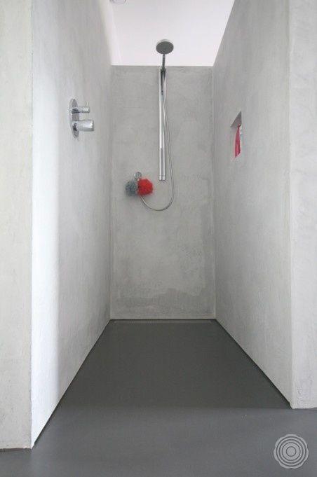 Naadloos en schoon met een senso gietvloer in de badkamer behoren schimmel en kalkaanslag tot - Winkelruimte met een badkamer ...