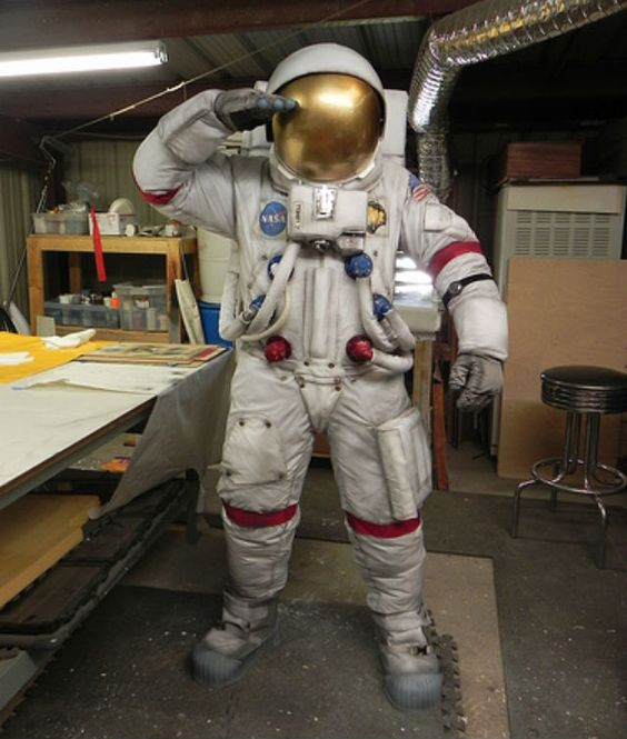 Check out this advanced Apollo Spacesuit costume tutorial ...