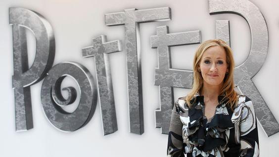 Neuer Harry Potter: Im Juni hatte Autorin Joanne K. Rowling verkündet, dass es ein Theaterstück mit Harry Potter geben würde.