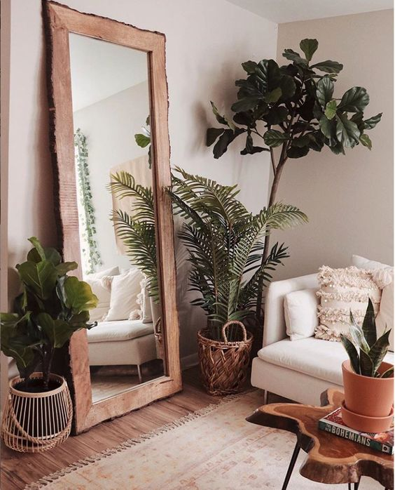 we are loving these plants for any room around the house and the big mirror with a wooden frame is beautiful! PC on Instagram: @celeste.escarcega