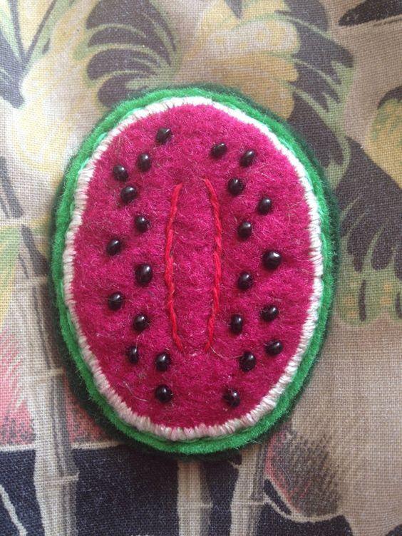 Liebenswert handgemachte Wassermelone Filz Brosche von Queerliness