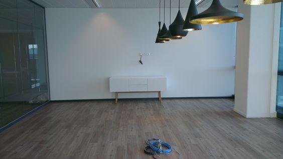 Een van de ruimtes waar dit dressoir High on Wood 4 van Zuiver is geplaast