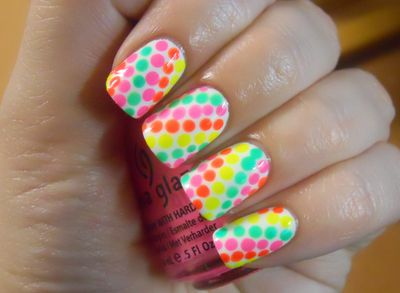 You need: 4 Colors ----Directions: Start with any color you would like and put polka dots in a line, then move on to the next, make sure they go diagonal or vertical or horizontal! :D