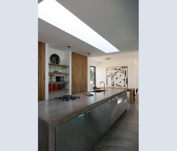 Cucine Componibili cucine componibili di martina franca : Contrasti materici in cucina: il legno di ulivo della dispensa e ...