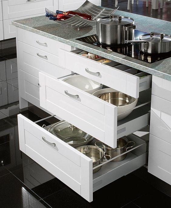 Dunkles Schiefergrau und strahlendes Alpinweiß setzen in der - vito küchen nobilia