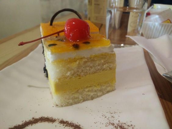 Mango-passion fruit pastry at Forennte, Pune