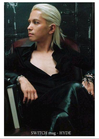 銀髪をハーフアップに縛っているL'Arc〜en〜Ciel・hydeの画像