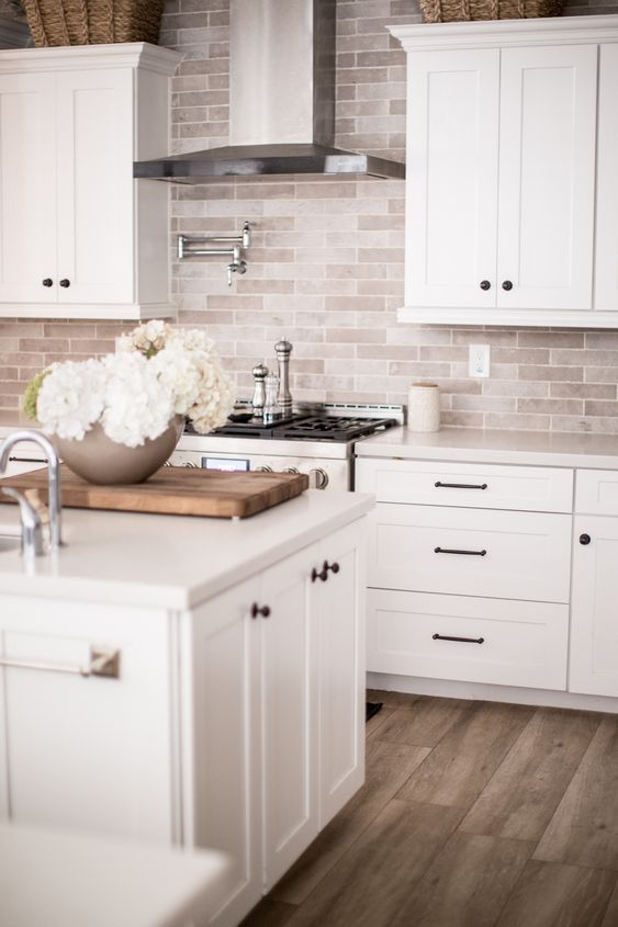 11 Fresh Kitchen Backsplash Ideas For White Cabinets In 2020