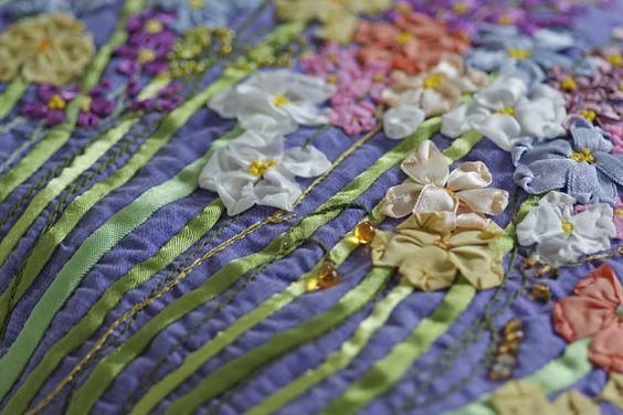 Bestickter Damentasche mit Blumen Sommerwiese von OlgasPrettyThings