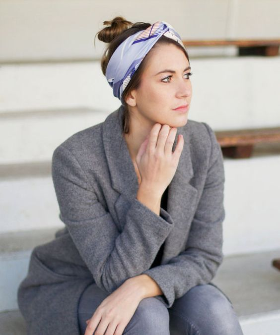 Shandor, Foulard en soie motifs graphiques, foulard arty, mode éthique et responsable. Coiffure foulard _  Silk scarf, conscious & cool, eco-friendly fashion. Headscarf