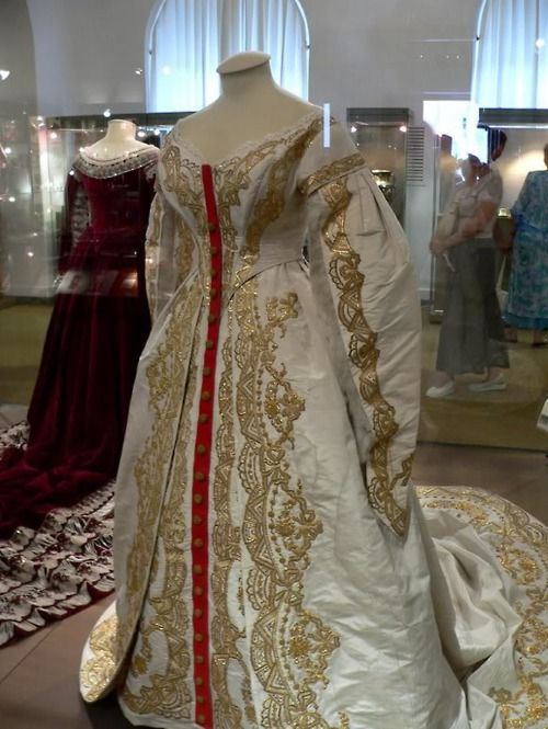 GREAT GOWNS OF RUSSIAN EMPRESSES ~ The ceremonial gown of Empress Alexandra Feodorovna, wife of Nikolay II. 1890s
