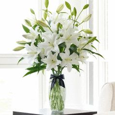 some nice flowers and vase for romantic occasions :)