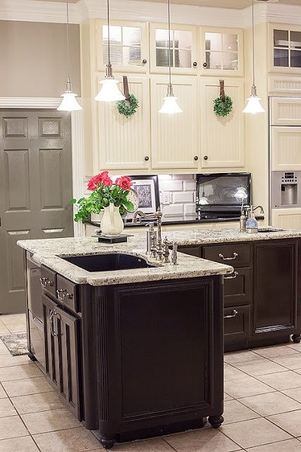 41 Most Popular Two Tone Kitchen Cabinets For 2018 These Minimalist Kitchen Ideas Are Equal New Kitchen Cabinets Kitchen Cabinets Painting Kitchen Cabinets