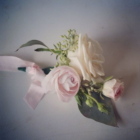 Jessica Zimmerman | zimmermanevents.com  #jessicazimmerman #zimmermanevents #boutonniere #groom #florist #floraldesign #rose #ranunculus