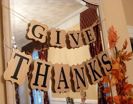 12 Thanksgiving Door Signs & Wall Art To DIY | DIY to Make